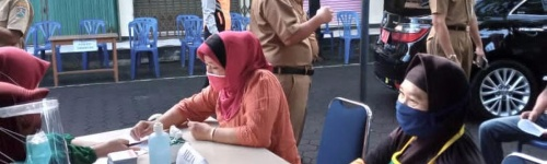 Vaksinasi di pasar kebonpolo dg Bpk walikota Magelang